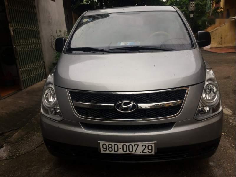Cần bán Hyundai Grand Starex 2015, màu bạc, xe gia đình