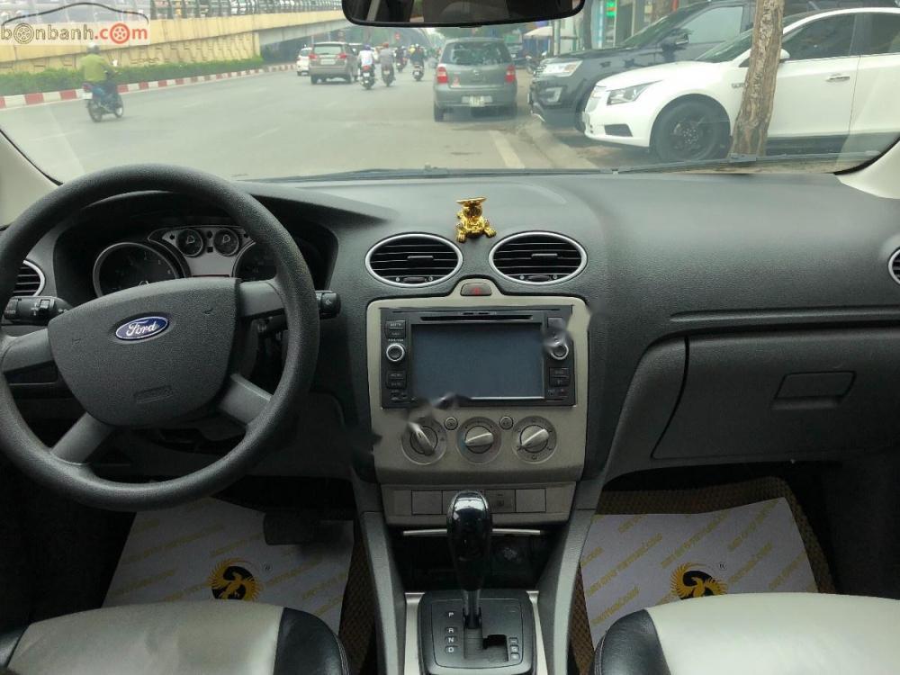 Bán Ford Focus sản xuất năm 2013, màu trắng, nhập khẩu
