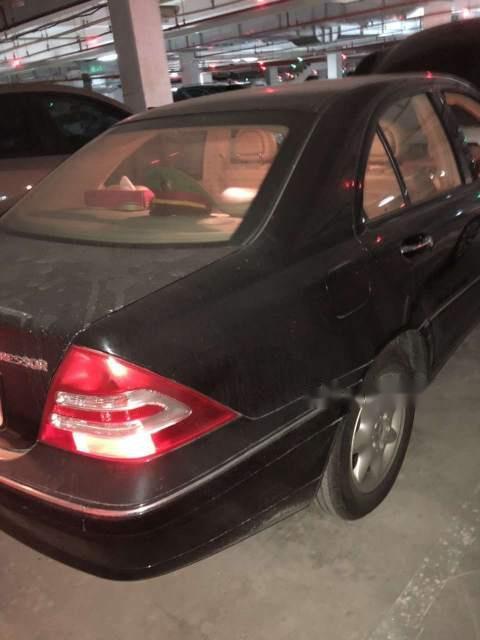Bán Mercedes C180K sản xuất 2004, màu đen chính chủ