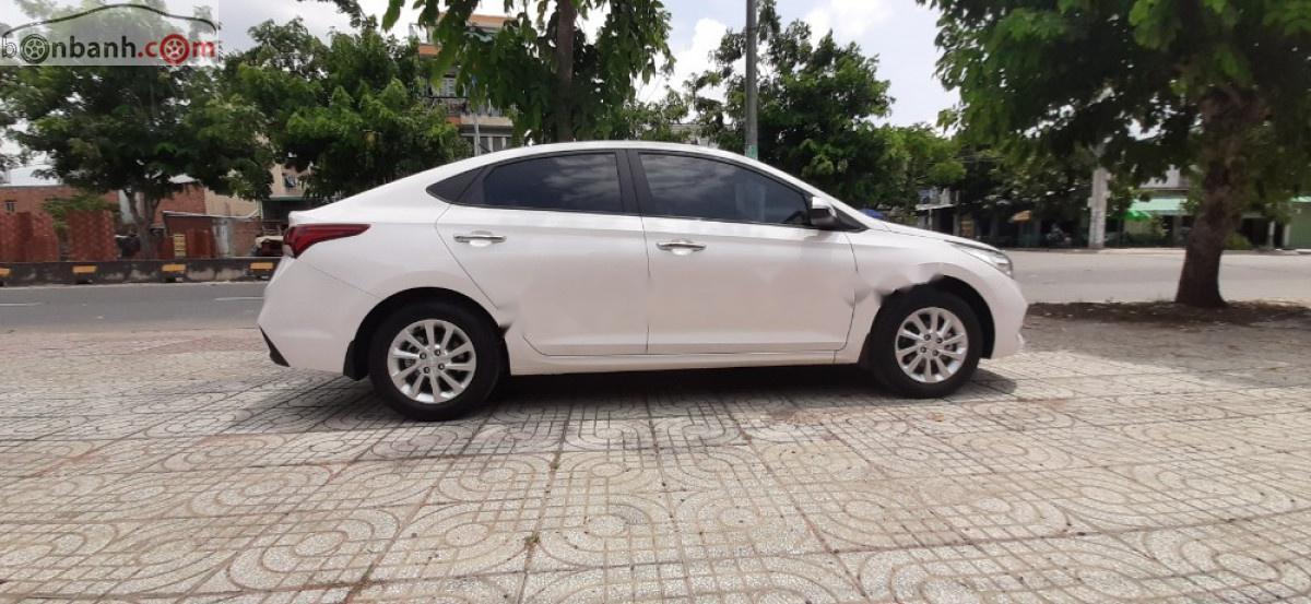 Cần bán xe Hyundai Accent đăng ký tháng 11/2018, chính chủ, số tự động