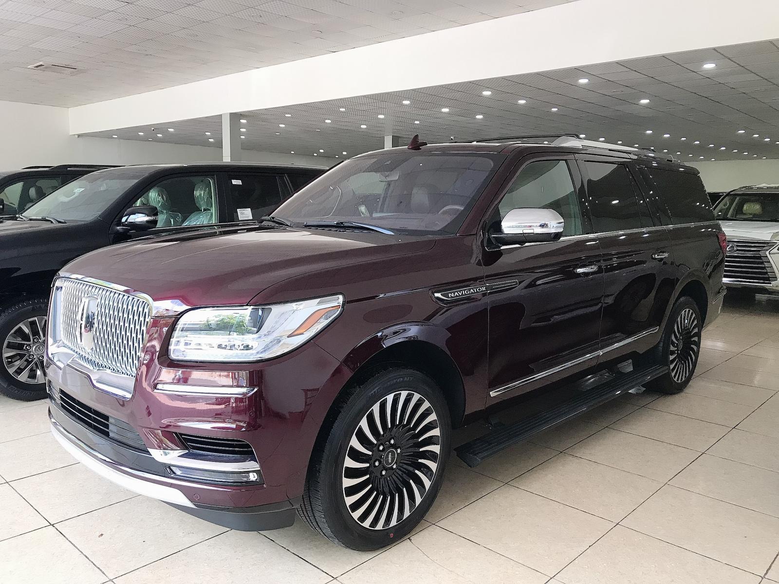 Bán Lincoln Navigator L Black Label sản xuất 2019 màu đỏ mận, xe giao ngay
