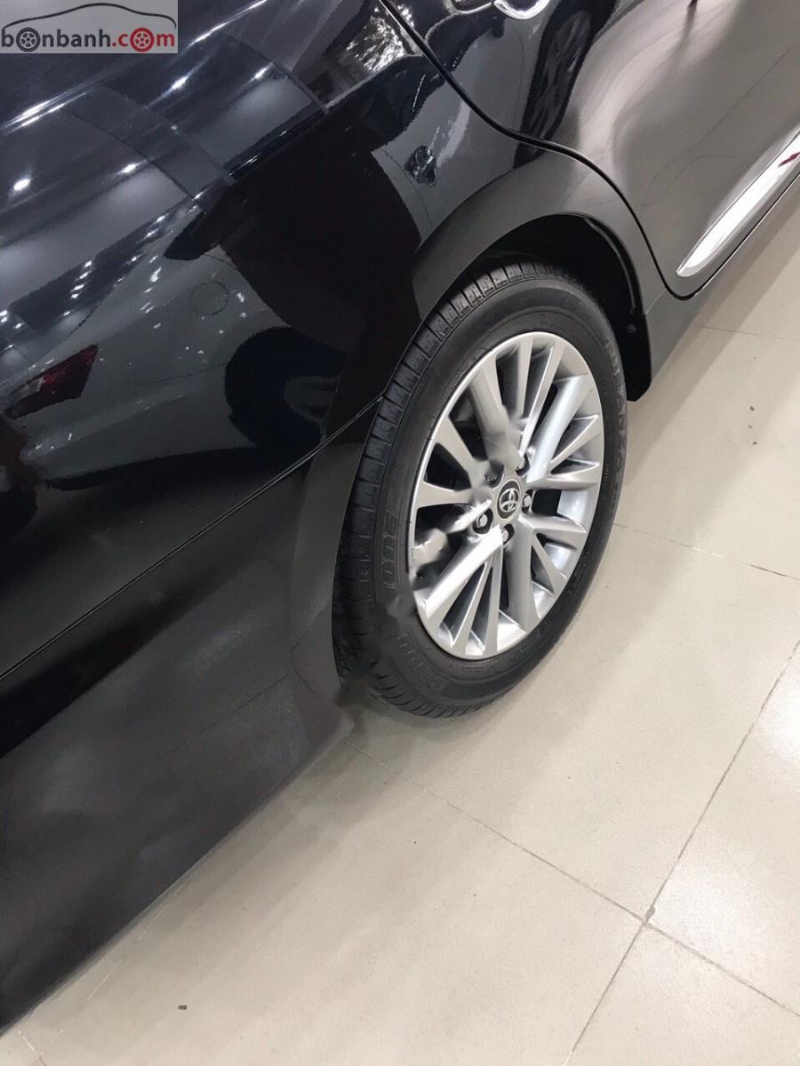 Bán xe Toyota Camry đời 2018, màu đen xe còn mới nguyên