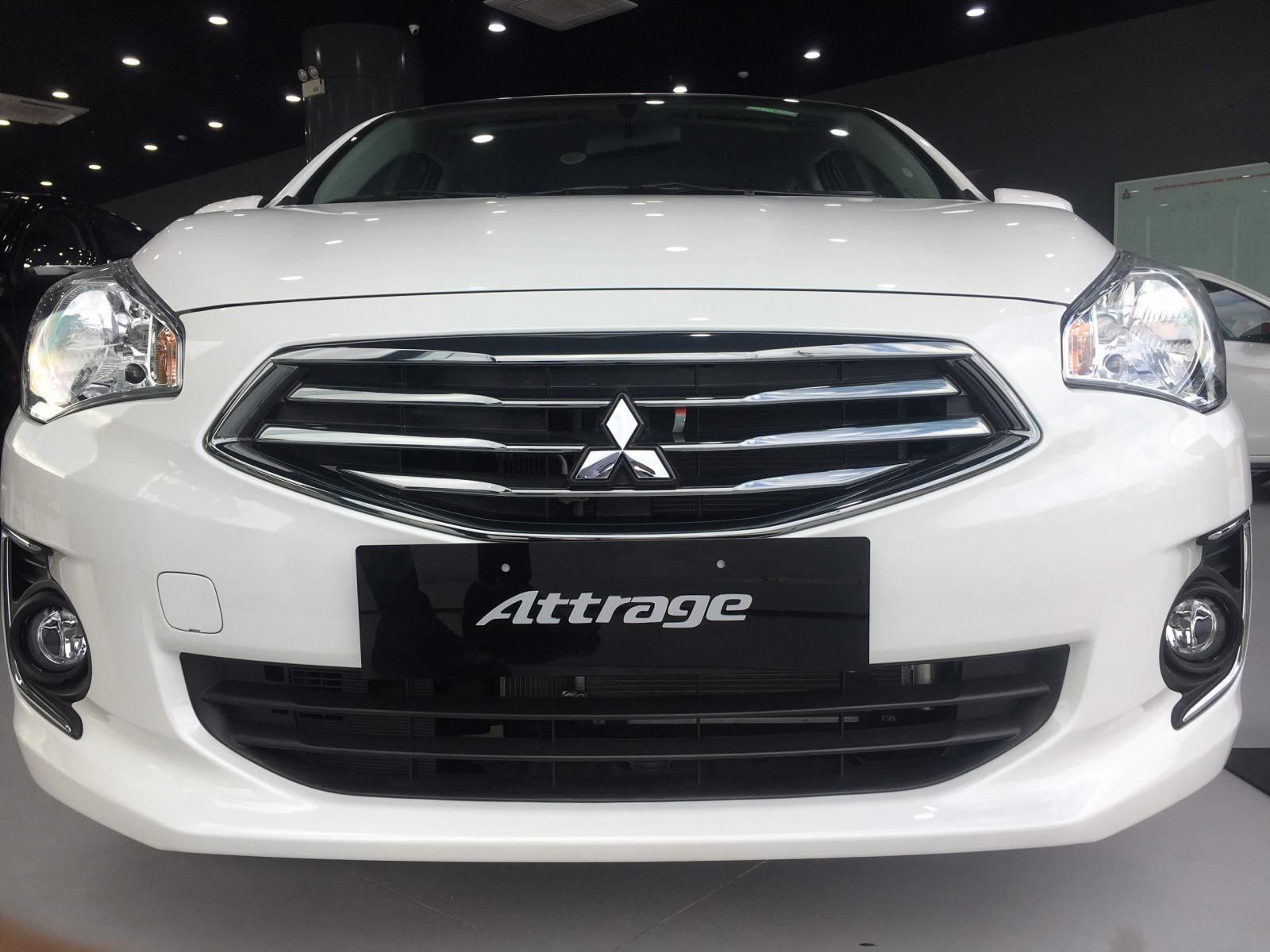 Cần bán xe Mitsubishi Attrage năm sản xuất 2019, màu trắng, nhập khẩu - Có sẵn xe - Giao nhanh