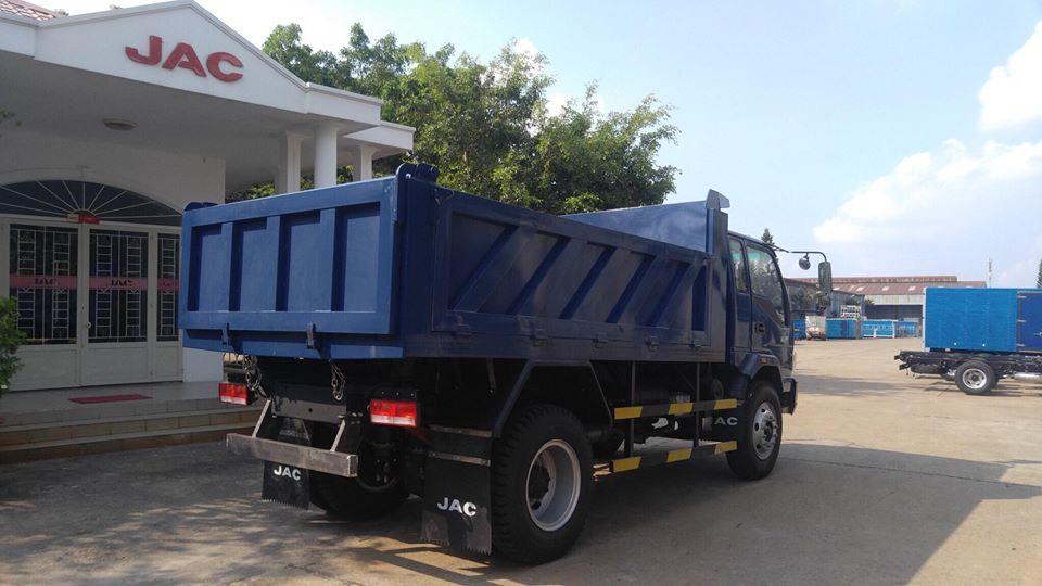 Xe Ben 8T thùng xitec 7 khối, chuyên chở cát đá. Nhãn hiệu JAC, hỗ trợ trả góp 80% toàn quốc