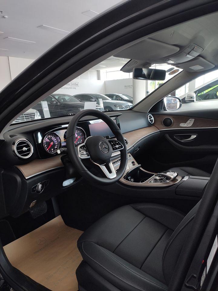 Xe hãng trưng bày chỉ đóng 2% thuế - E200 sx 2019 mới 100% đủ màu