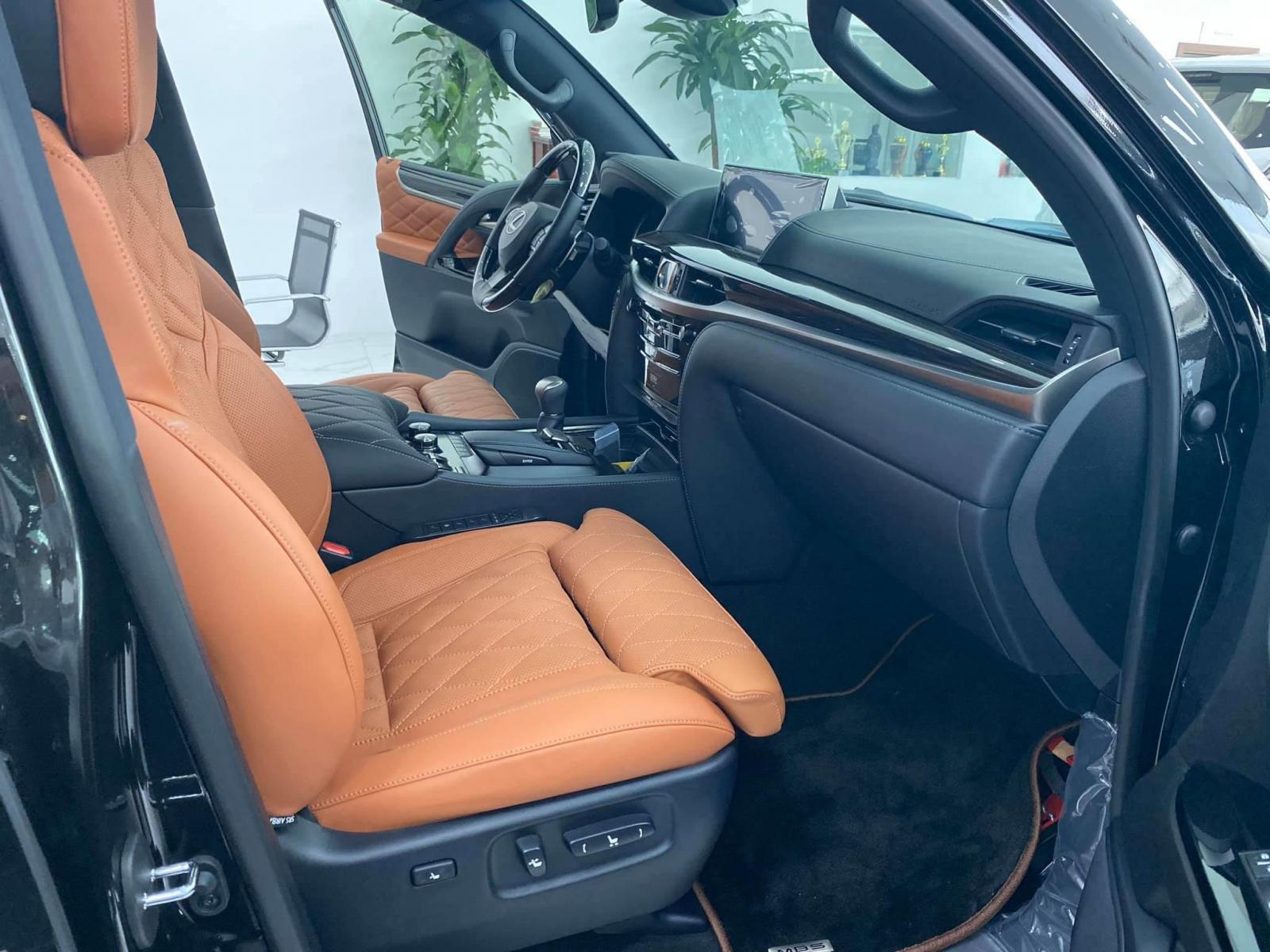 Bán xe Lexus LX 570 MBS, 4 ghế siêu Vip màu đen, sản xuất 2020, xe giao ngay