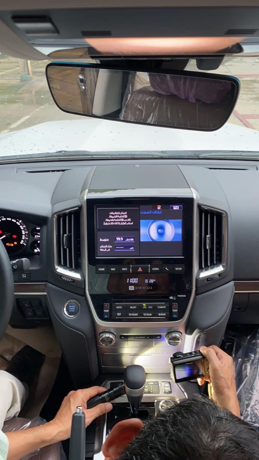 Hàng hot. Toyota Land Cruise 5.7 VXS 8 chỗ 2021, vừa khui công. Giao ngay