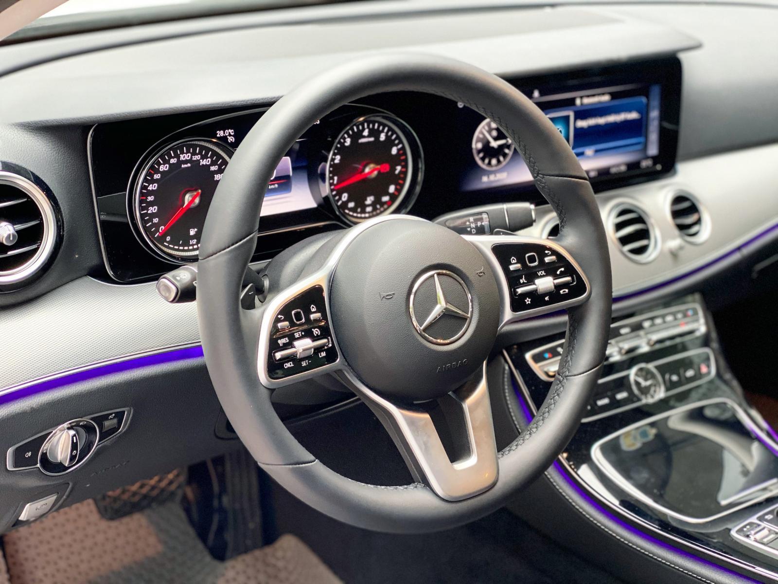 Bán Mercedes E180 2020 màu trắng siêu luớt biển đẹp giá cực tốt