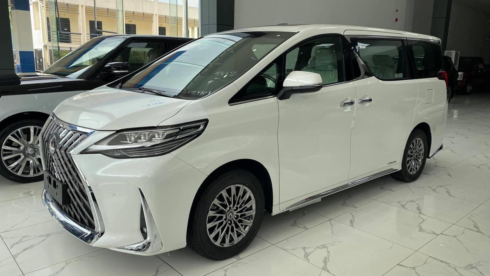 Lexus LM300h 2021 chiếc xe thể hiện sự đẳng cấp của 1 ông chủ, xe giao ngay