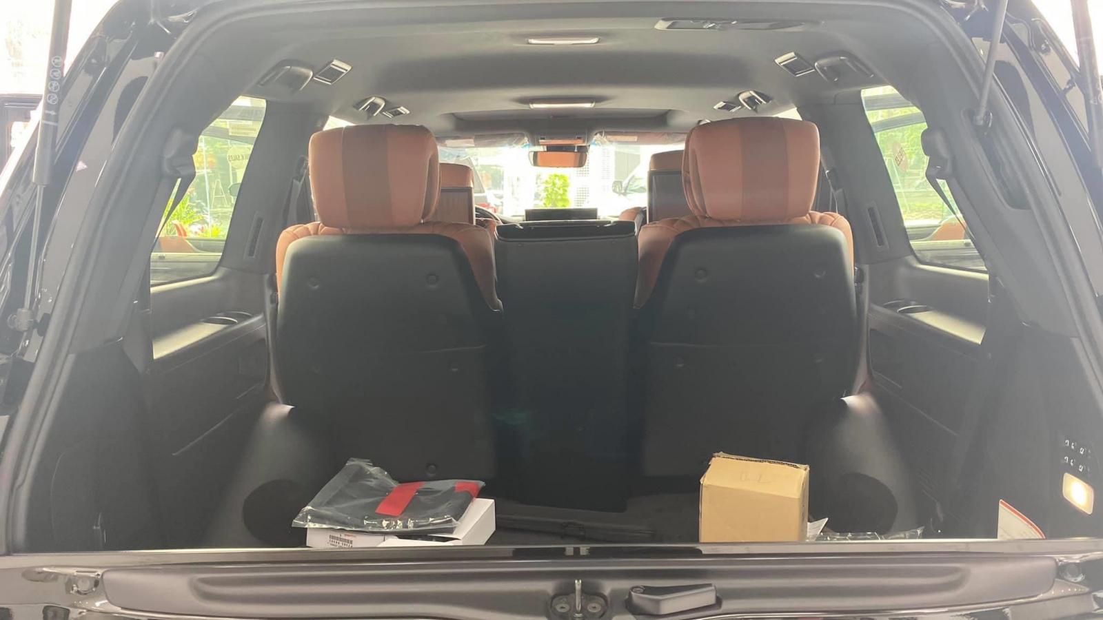 Bán Lexus LX570 super Sport MBS 4 chỗ sản xuất 2020, xe giao ngay