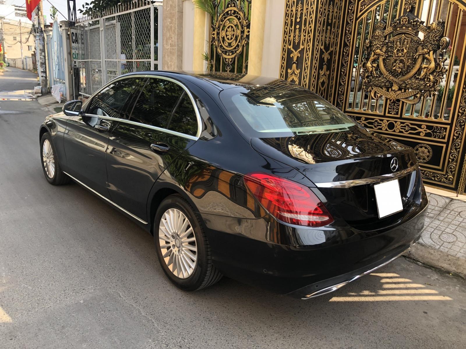 Bán Mercedes C250 Exclusive 2016 số tự động, màu đen huyền