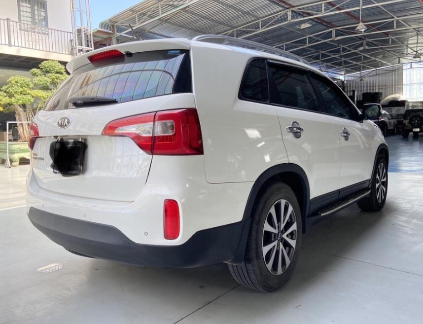 Bán xe Sorento máy xăng 2.4, màu trắng sx 2015