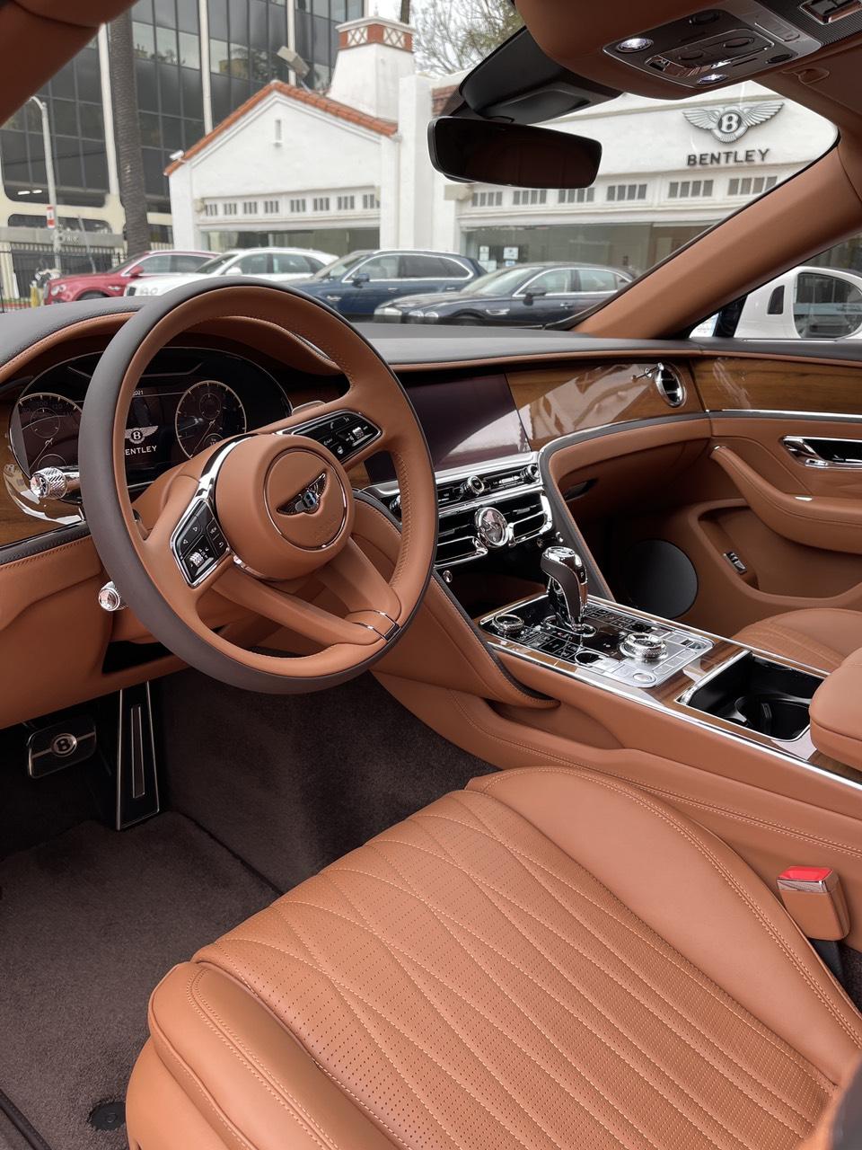Bán Bentley Continental Flying Spur V8 2021, màu trắng, nhập khẩu nguyên chiếc từ Mỹ