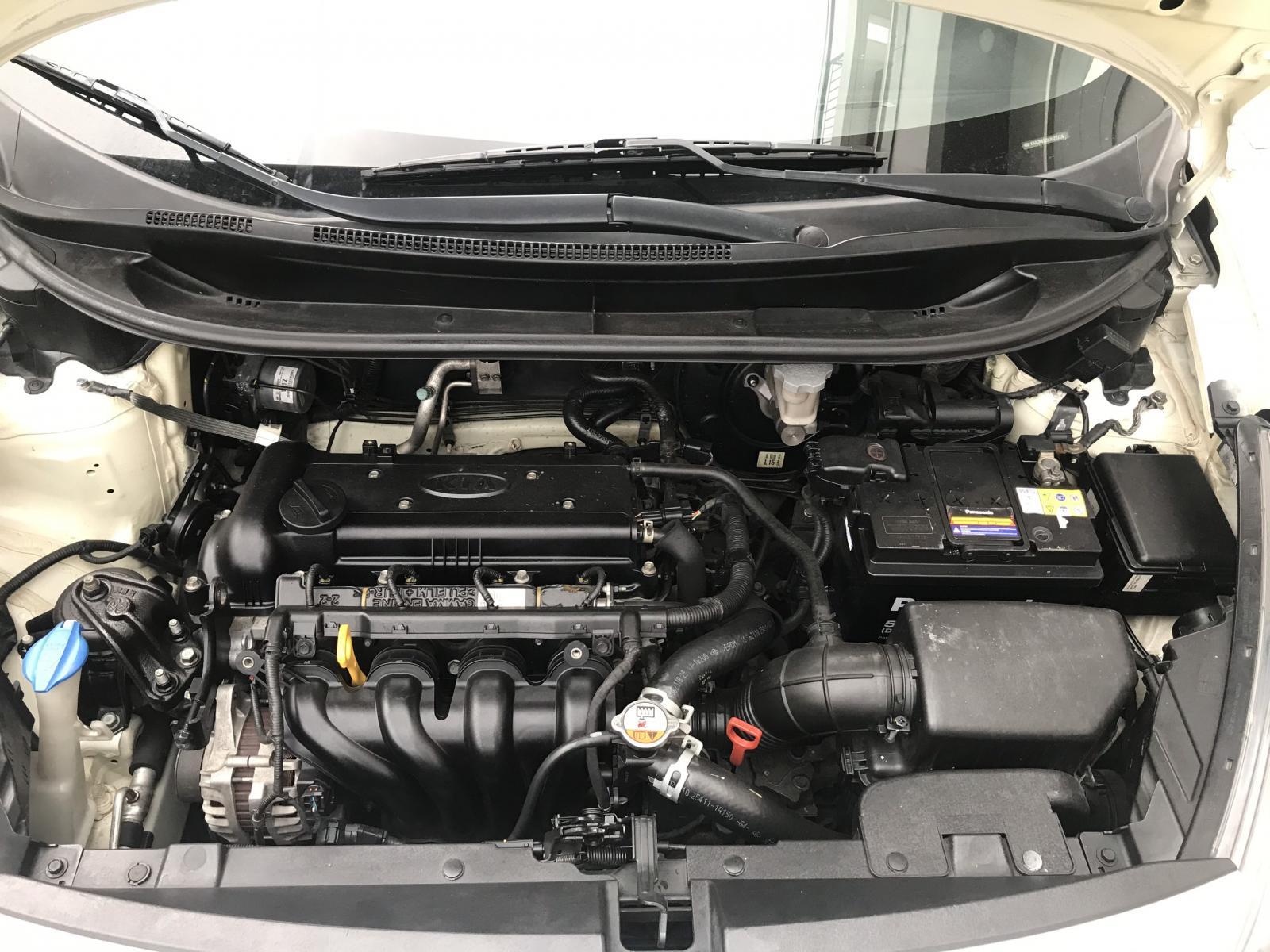 Cần bán lại xe Kia Rio 1.4AT sedan nhập khẩu đời 2016, màu trắng, nhập khẩu nguyên chiếc