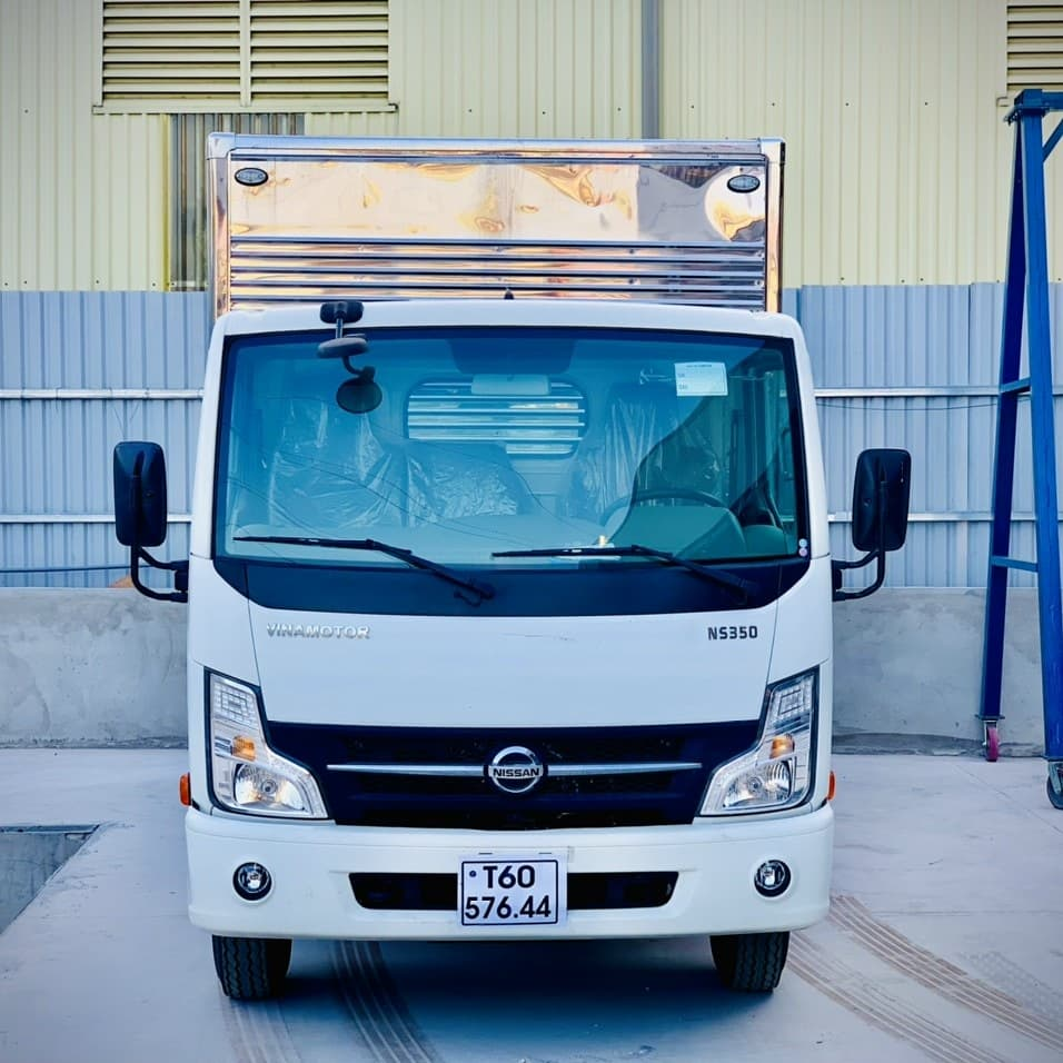 Định giá xe tải Nissan thùng kín 1T9 trả trước 120tr giao xe ngay. Hỗ trợ trả góp lên đến 80%