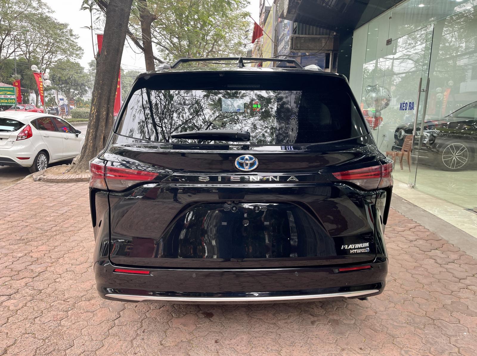 Cần bán Toyota Sienna Platinum sản xuất 2021, màu đen, giá hơn 4 tỷ