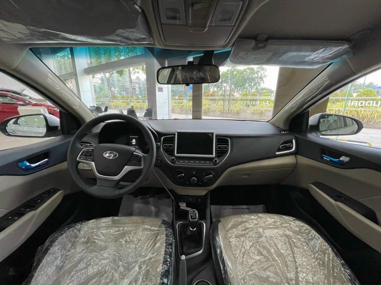 Bán Hyundai Accent 1.4 MT BASE 2021, màu trắng