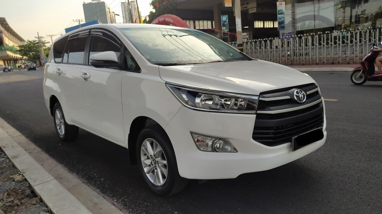 Cần bán xe Toyota Innova 2.0G 2018 màu trắng, xe đẹp đi kĩ chính hãng Toyota Sure