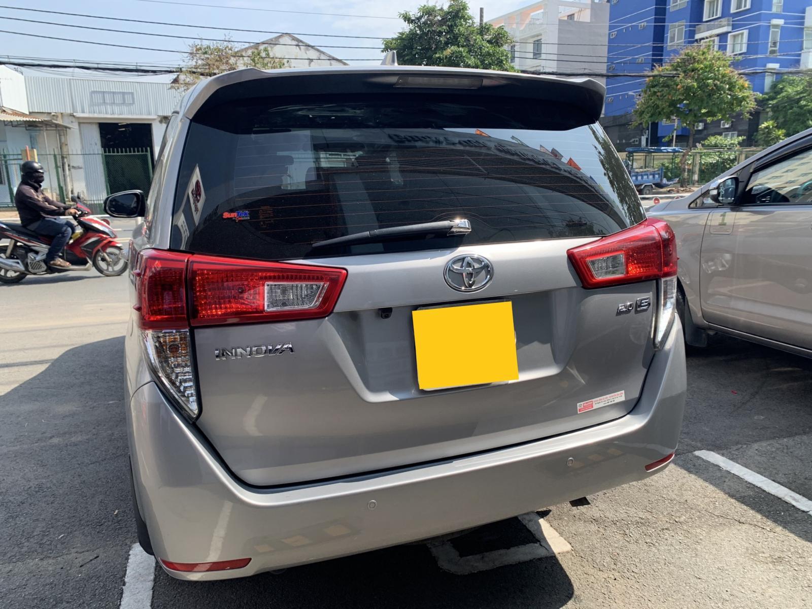 Cần bán gấp Toyota Innova E đời 2019, màu bạc