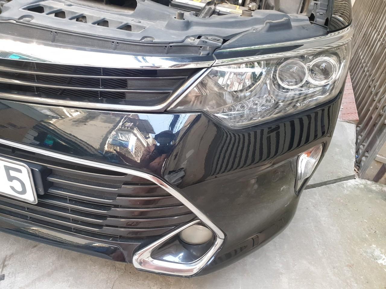 Cần bán xe Toyota Camry đời 2018, màu đen, số tự động