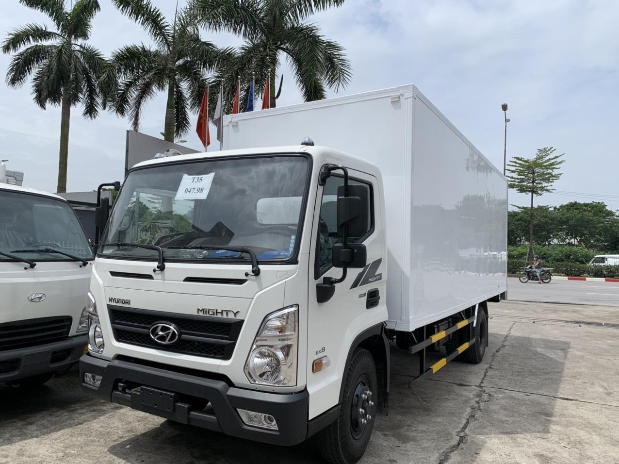 Xe tải Hyundai EX8L thùng kín composite, tải trọng 7 tấn 2 thùng dài 5m7