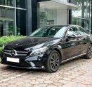 Cần bán gấp Mercedes C200 đời 2019, màu đen, chính chủ giá 1 tỷ 399 tr tại Hà Nội