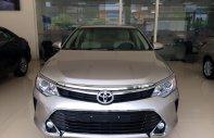 Bán xe Toyota Camry 2.0E đời 2018, xả hàng giá cực tốt, tặng nhiều tiền mặt và phụ kiện giá 947 triệu tại Hà Nội