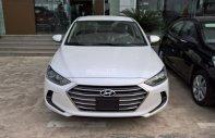 Bán gấp Hyundai Elantra 1.6AT tự động, xe gia đình 2018, màu trắng, giá 619 triệu, góp 85%xe. Xe ở Đắk Lắk - Đắk Nông giá 619 triệu tại Đắk Lắk