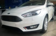 Bán nhanh xe Ford Focus Titanium 1.5L Sedan trắng 2018, tặng BH và Phụ kiện đi kèm giá 740 triệu tại Tp.HCM