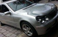 Cần bán lại xe Mercedes C180 sản xuất 2004, màu bạc, nhập khẩu xe gia đình giá 200 triệu tại Đà Nẵng