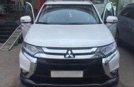 Mitsubishi Outlander 2.0 CVT Premium, giảm trực tiếp 8tr và tặng options giá trị: Fim LLumar, trải sàn simili giá 929 triệu tại Tp.HCM