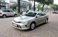 Cần bán xe Toyota Camry 2.0E đời 2016, màu ghi vàng giá 945 triệu tại Hà Nội