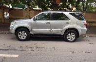 Nhà tôi cần bán xe Fortuner G 2011 máy dầu, màu bạc, xe đi kỹ và giữ gìn giá 645 triệu tại Tp.HCM