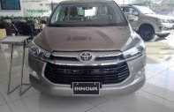 Bán Toyota Innova 2.0V 2018 màu đồng ánh Kim - Hỗ trợ trả góp 90%, bảo hành chính hãng 3 năm/Hotline: 0898.16.8118 giá 945 triệu tại Hà Nội