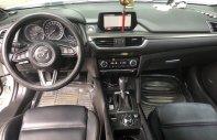 Bán Mazda 6 2.5AT Premium màu trắng, số tự động, sản xuất T6/2017, bản facelift. Lăn bánh 18000km giá 988 triệu tại Tp.HCM