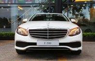 Cần bán xe Mercedes E200 đời 2018, màu trắng giá 2 tỷ 99 tr tại Tp.HCM