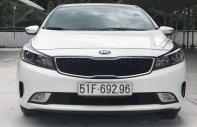 Cần bán Kia Cerato 1.6MT đời 2016, màu trắng xe gia đình  giá 506 triệu tại Tp.HCM