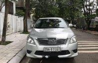 Cần bán gấp Toyota Innova 2.0E 2013, màu bạc chính chủ giá 530 triệu tại Hà Nội