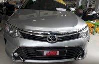 Bán xe Toyota Camry 2.0E đời 2016, màu bạc, xe đẹp như mới, giá thương lượng với khách hàng mua xe giá 940 triệu tại Tp.HCM