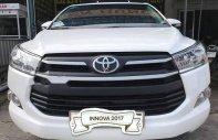 Cần bán Toyota Innova 2.0E đời 2017, màu trắng số sàn, giá chỉ 695 triệu giá 695 triệu tại Sóc Trăng