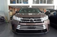 Bán chiếc xe Toyota Highlander 2.7 LE tháng 2- 2017 màu cà phê cực đẹp giá 2 tỷ 480 tr tại Hà Nội