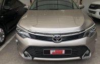 Bán Toyota Camry 2.0E đời 2018, màu nâu vàng, Form mới, chạy siêu lướt, giá thương lượng giá 1 tỷ 30 tr tại Tp.HCM