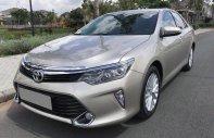 Bán gấp Toyota Camry 2.0 màu vàng cát, tự động, full option giá 938 triệu tại Tp.HCM