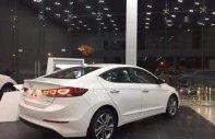 Bán xe Hyundai Elantra đời 2018, màu trắng, giá tốt giá Giá thỏa thuận tại Tp.HCM