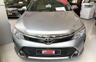 Bán xe Toyota Camry 2.0E 2015, màu bạc, giá thương lượng giá 900 triệu tại Tp.HCM
