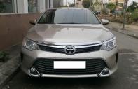 Bán Toyota Camry 2.0E sản xuất năm 2015, màu vàng giá 840 triệu tại Tp.HCM
