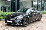 Cần bán gấp Mercedes C200 đời 2019, màu đen, chính chủ giá 1 tỷ 435 tr tại Hà Nội