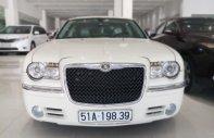 Cần bán xe Chrysler 300 3.5AT đời 2010, màu trắng, xe nhập giá 980 triệu tại Tp.HCM