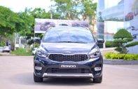 Bán giảm giá sốc cuối năm chiếc xe Kia Rondo Deluxe AT, sản xuất 2019, màu xanh lam, giao tận nhà giá 669 triệu tại Tp.HCM