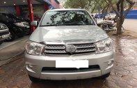 Cần bán gấp Toyota Fortuner sản xuất 2010, màu bạc số sàn, giá tốt giá 565 triệu tại Hà Nội